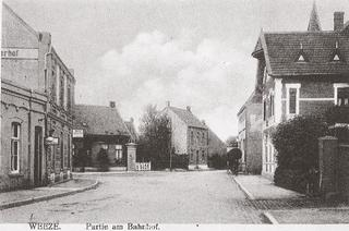 Bahnstraße, view from the railway station in the direction of Villa Janssen (on the right), postcard-view about 1910.