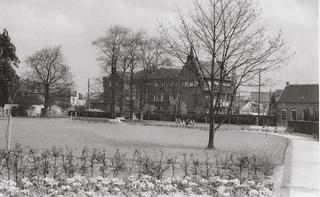 Park 'Alter Friedhof' (old cemetery), view from the south south-west in the direction of the hospital, around 1960